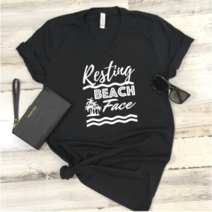 resting beach face v neck black